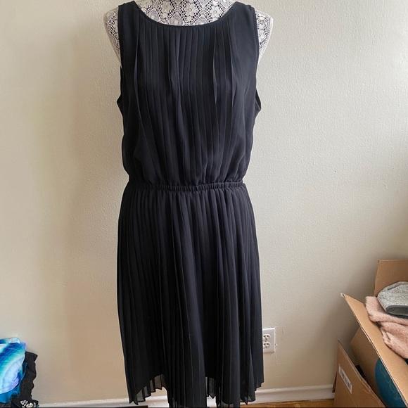 Banana Republic Dresses & Skirts - Banana Republic Black Pleated Dress Sz 12